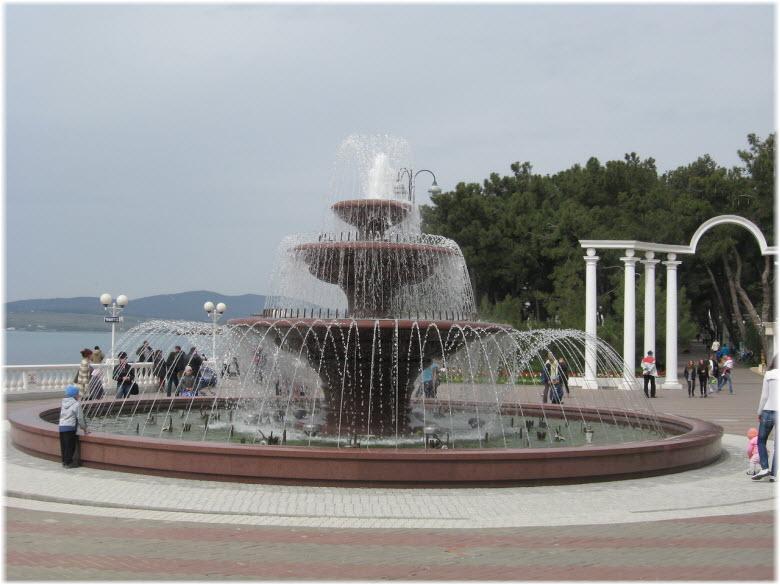 Светомузыкальный фонтан днем