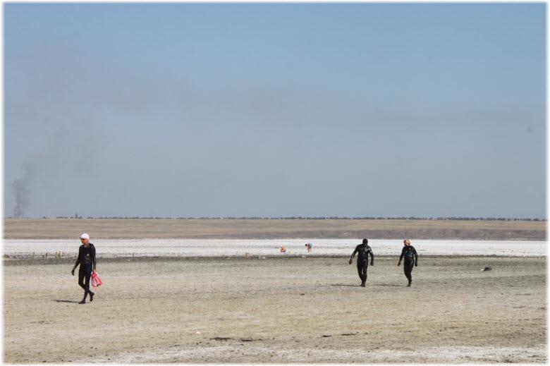 туристы на озере Соленое