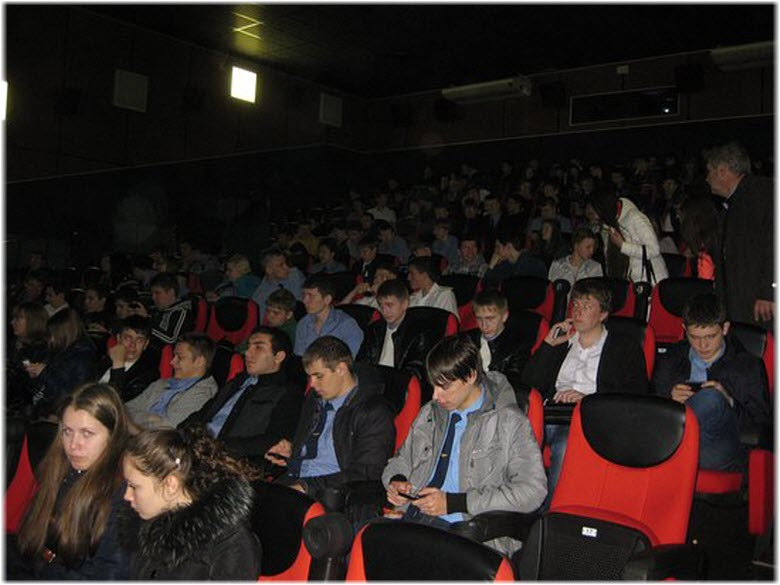 в зале кинотеатра Победа