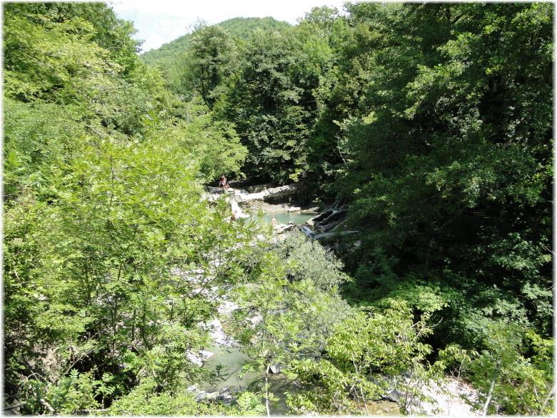 долина Жане перед водопадом Изумрудный