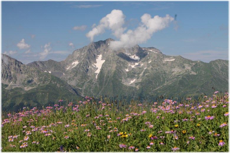 фото Чугуша с горы Ачишхо