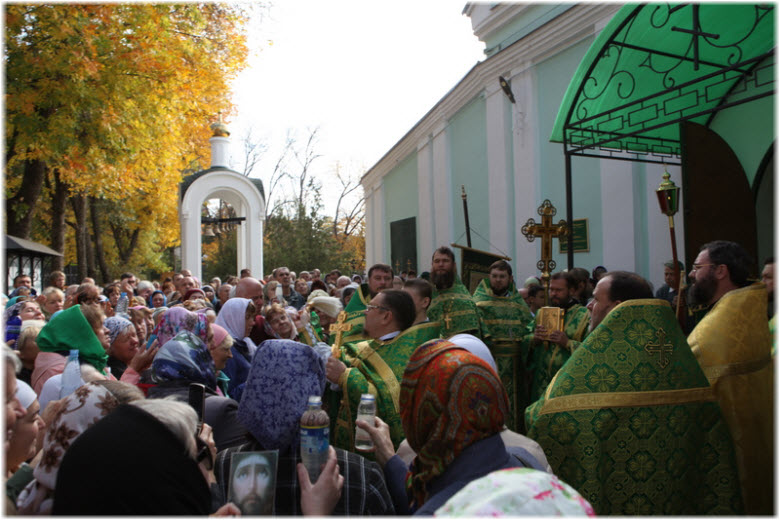 крестный ход в Сергиевской церкви
