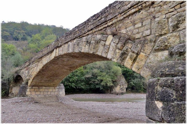 Мост через реку Дах