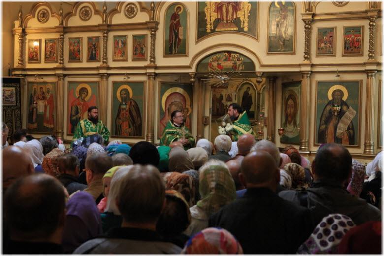 внутри храма Сергия Радонежского