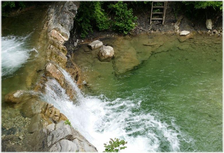 водопад Изумрудный