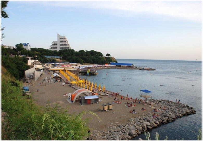 на пляже Высокий берег