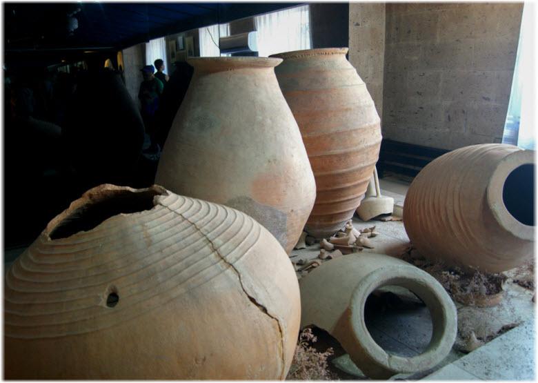 предметы с раскопок Тмутаракани