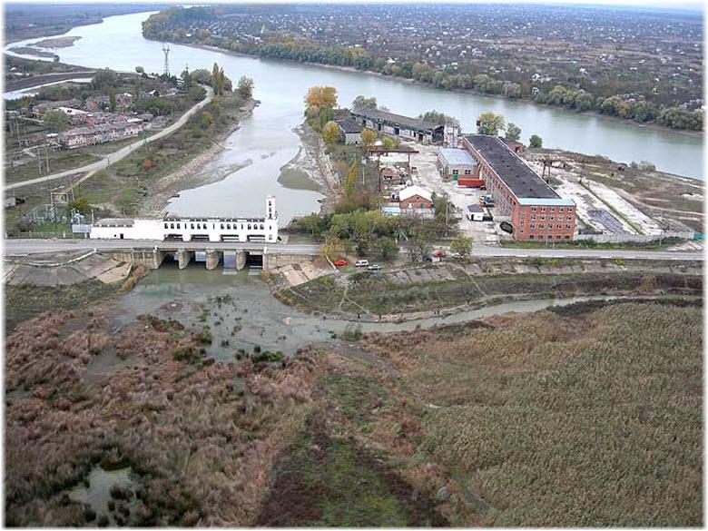 сбросное сооружение водохранилища