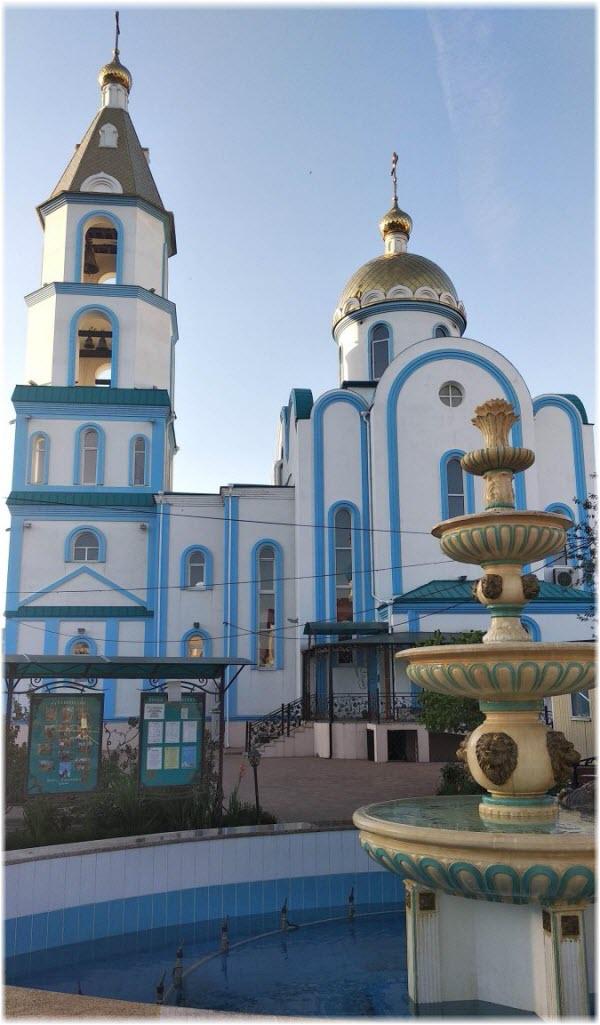 фонтан у Покровской церкви