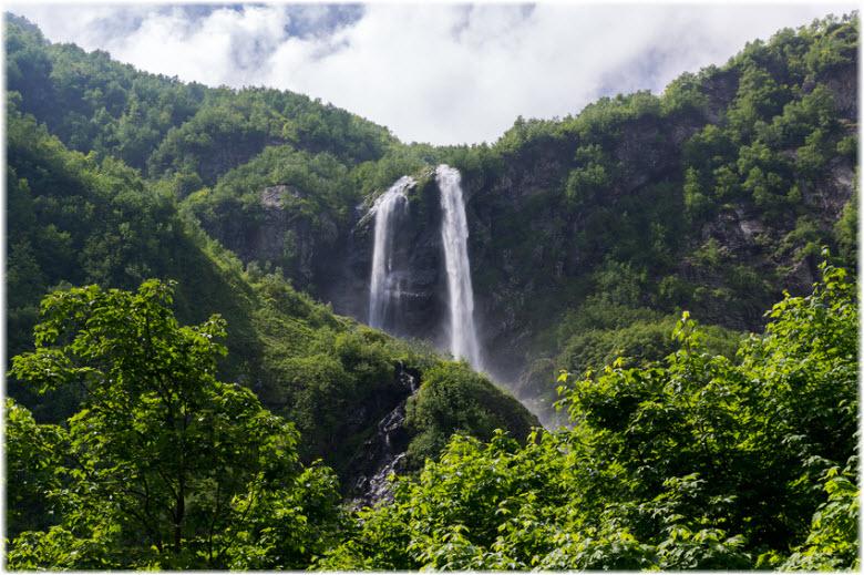 фото водопада и окрестностей
