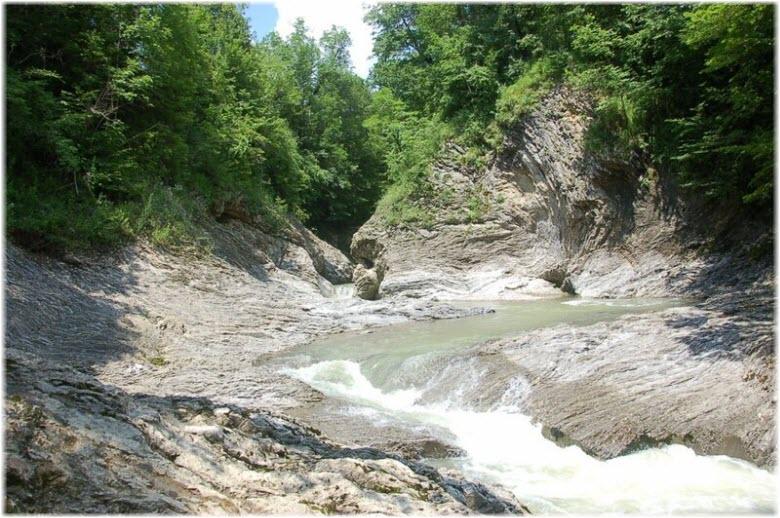 водопады Сахрая