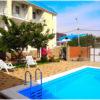 гостевые дома в Голубой бухте у моря с бассейном